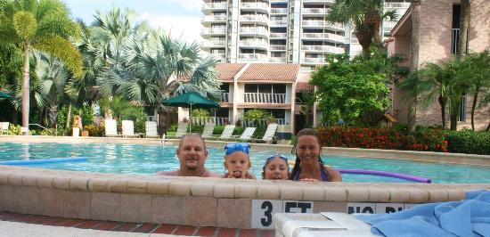 Club Regency of Marco Island: the pool and two-floor untis