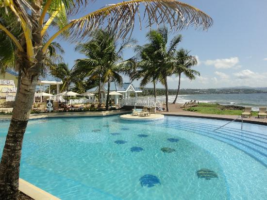 Magdalena Grand Beach & Golf Resort: Pool view to Atlantic Ocean
