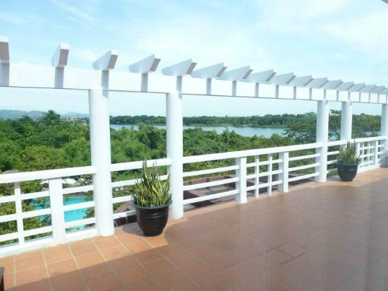 La Residence Hue Hotel & Spa: Our HUGE balcony.