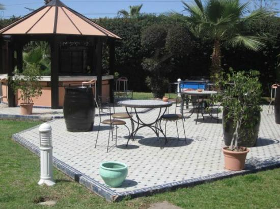 Ibis Marrakech Centre Gare: Outdoor Breakfast area