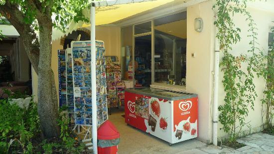 Three Stars Hotel Village: Mini Market