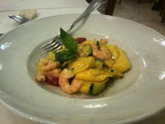 La Coppetella : Ravioli al ripieno di pesce con salsa di gamberetti e zucchine.