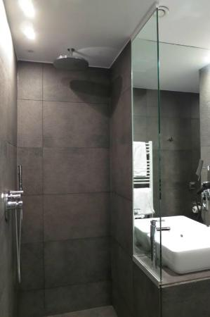Badkamer - Picture of Radisson Blu Balmoral Hotel, Spa, Spa ...