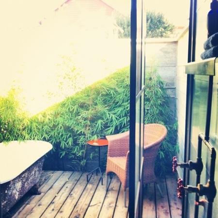 Boonville Hotel: bath tub.