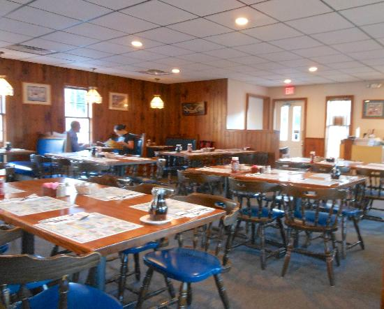 Savard's Family Restaurant: Dining Room