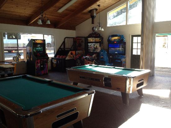 San Francisco North / Petaluma KOA: Game room