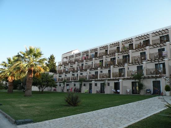 Roda Beach Resort & Spa: Large block of rooms