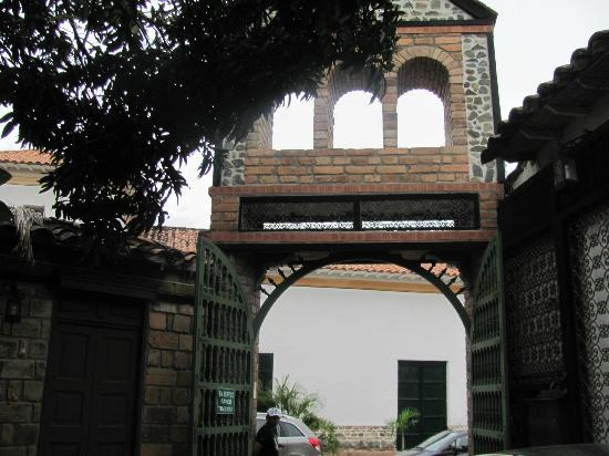 Main gate to Hosteria de la Plaza Menor