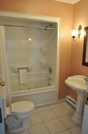 Lynwood Inn: Salle de bains