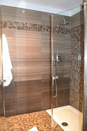Comfort Hotel Roma Airport Fiumicino : Shower