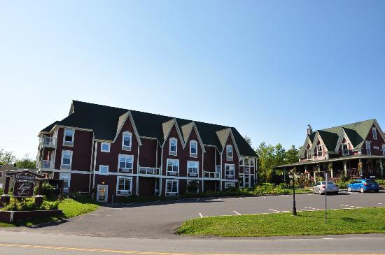 Lynwood Inn: L'hôtel depuis le bord de route