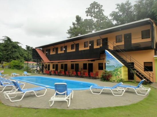 El Faro Beach Hostel: Pool area