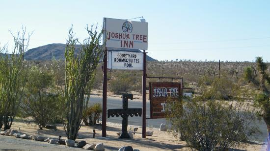 Joshua Tree Inn: signage
