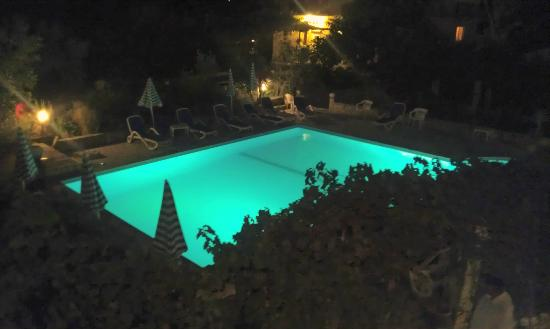 Pension Hajduk 1963: the pool by night