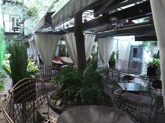 Hotel Le Priori: Outdoor dining