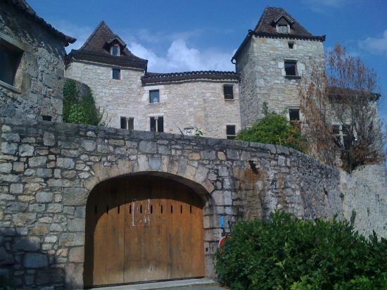 Chateau de Saint-Cirq-Lapopie: vue extérieure du chateau