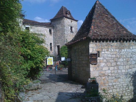 Chateau de Saint-Cirq-Lapopie: entrée du chateau