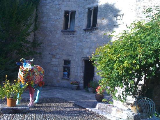 Chateau de Saint-Cirq-Lapopie: cour intérieure