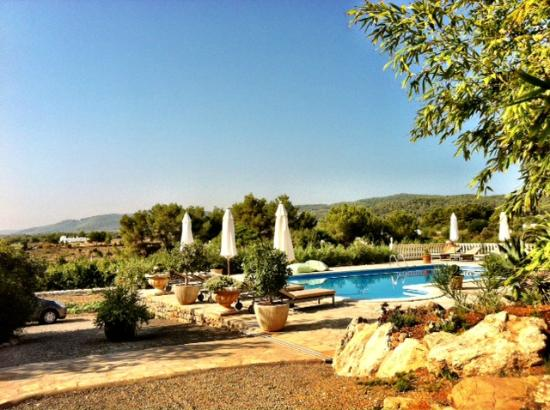 Agroturismo Can Planells: Pool area overlooking Ibiza
