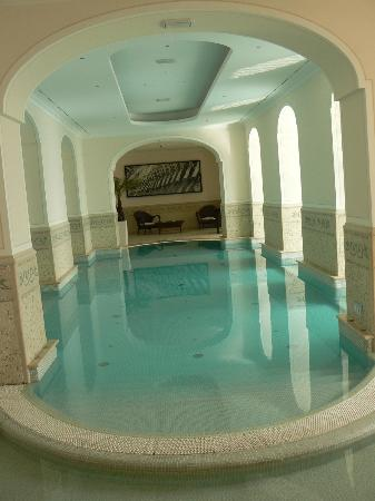 Capri Tiberio Palace: Indoor pool, attacked to outside pool.