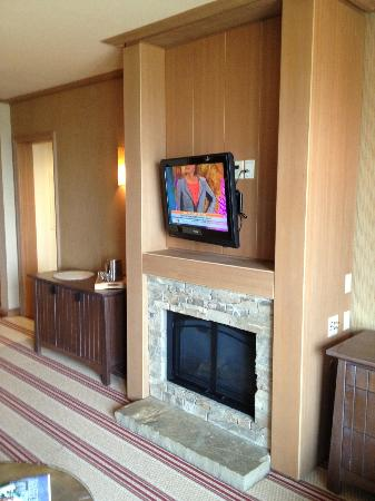 Suncadia Resort: Front Room/Fireplace