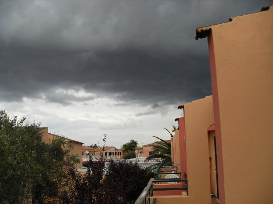 Aparthotel Club Andria: Storm comining