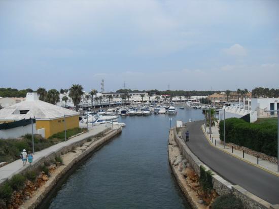 Aparthotel Club Andria: Cala en Bosch marina.