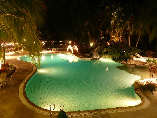 Sabah Hotel: Pool at Night