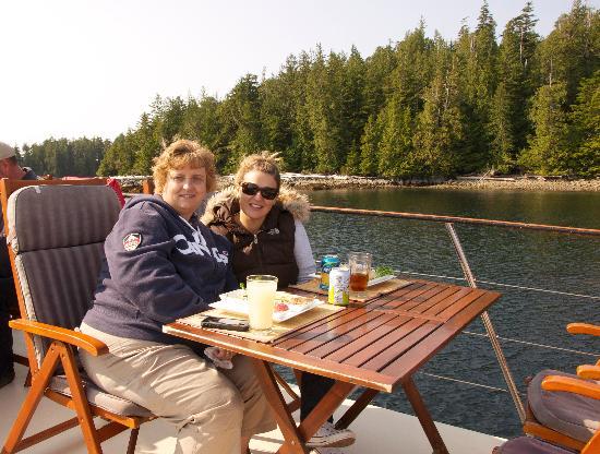 Archipelago Wildlife Cruises: Anchored for lunch