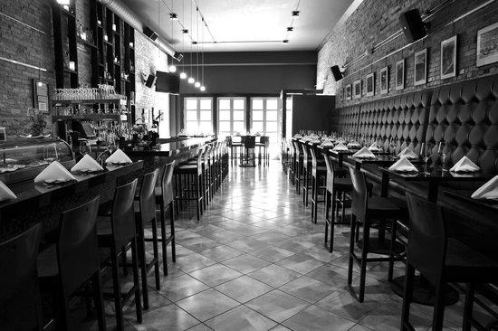 Midori Sushi and Martini Lounge: Restaurant