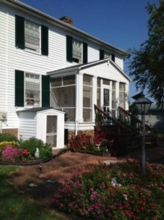 Greenwood Bed & Breakfast: Exterior Early Fall