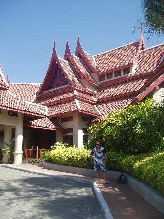 Krabi Thai Village Resort: Front of hotel