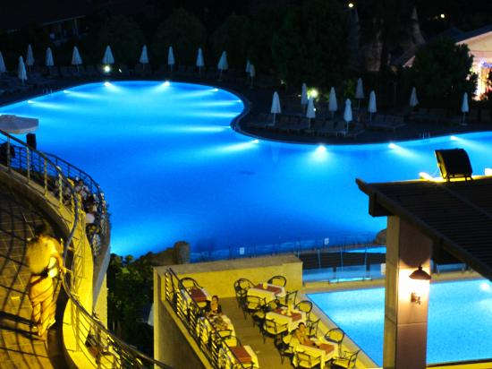 Horus Paradise Luxury Resort: by Night
