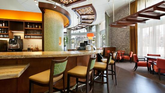 Hyatt Place Riverside Downtown: Full Bar and 24/7 Dining with Starbucks