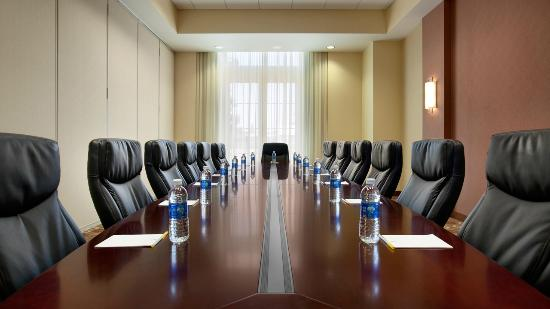 Hyatt Place Riverside Downtown: Executive Boardroom
