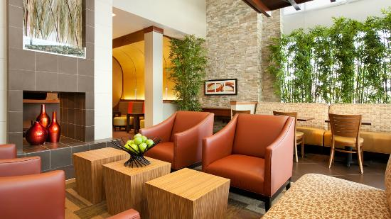 Hyatt Place Riverside Downtown: Lobby