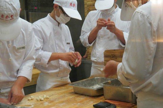 Nanjing Ding Tai Fung (Nanjing West Road) : Hand made dumplings