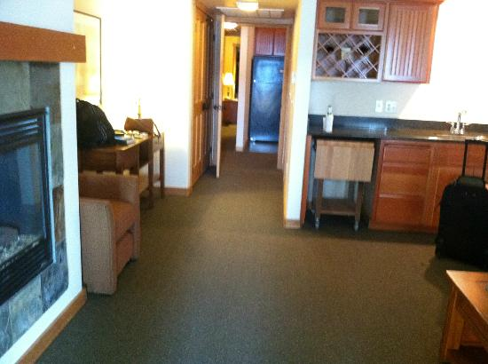 The Lodge at Sandpoint: Our suite.