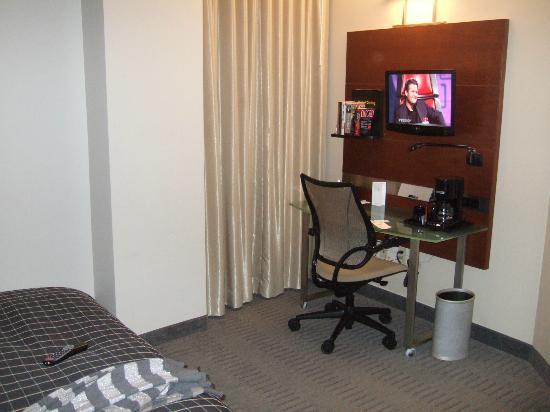 River Hotel: Desk