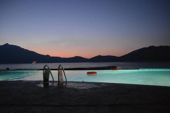 Aquapetra Hotel: Πισίνα