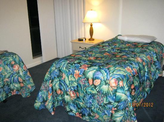 The Seasons: 2nd bedroom