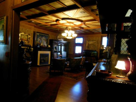 Eagle House Victorian Inn: Main lobby