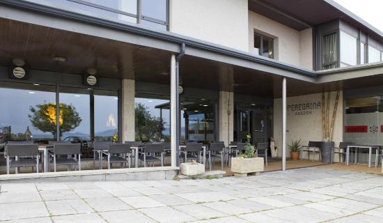 Hotel Peregrina: Terraza asador