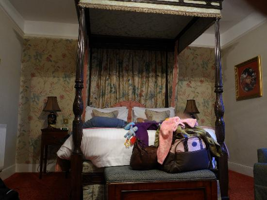 BEST WESTERN PLUS Swan Hotel: Our four poster bed