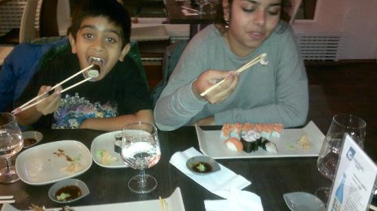 Miyako Mama's Sushi Bar: Mama's Sushi Bar