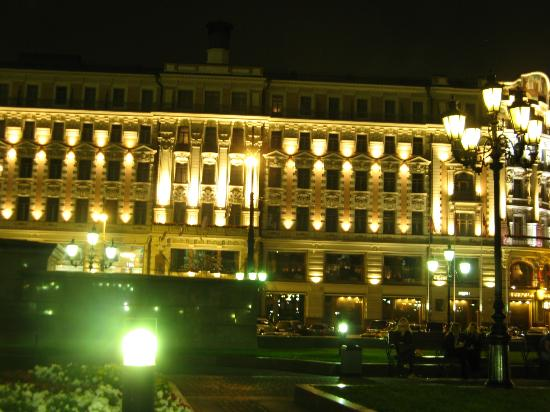 Hotel National, a Luxury Collection Hotel: ...at night...