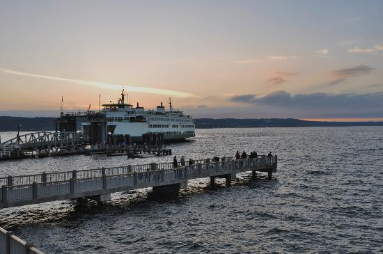 Silver Cloud Inn Mukilteo – Waterfront: The view from our Waterfront King Suite