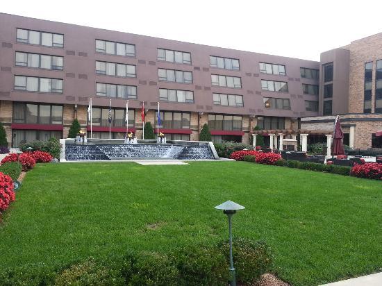 Indianapolis Marriott East : Courtyard at Marriott