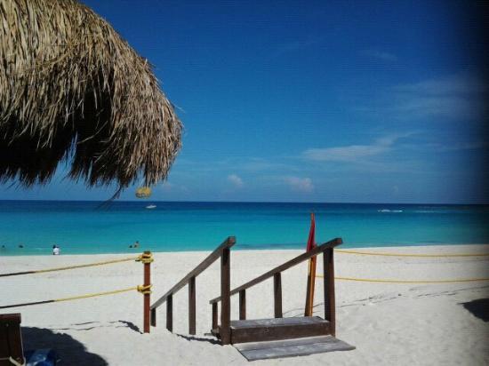 Club Regina Cancun: beautiful beach by the hotel
