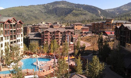 Canyons Grand Summit Hotel: From the 5th floor balcony of our unit...